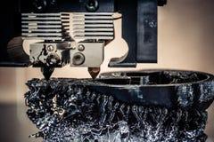 τρισδιάστατος εκτυπωτής που τυπώνει τη μαύρη κινηματογράφηση σε πρώτο πλάνο μορφών Στοκ εικόνα με δικαίωμα ελεύθερης χρήσης
