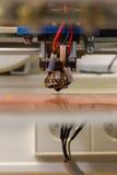 τρισδιάστατος εκτυπωτών αεριωθούμενος εξοπλισμός λειτουργίας επιτραπέζιας επιφάνειας ακρών αντανακλαστικός στοκ φωτογραφίες