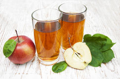 τρισδιάστατος μήλων φυσικός διαφανής χυμού εικόνας γυαλιού τροφίμων πτώσης μήλων εννοιολογικός Στοκ φωτογραφία με δικαίωμα ελεύθερης χρήσης