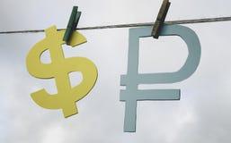 τρισδιάστατο έννοιας δολαρίων ποσοστό ανάπτυξης ανταλλαγής μειωμένο Το ρωσικό ρούβλι και το δολάριο Στοκ Φωτογραφίες