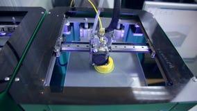 τρισδιάστατο βιομηχανικό τμήμα εκτύπωσης - καρύδι για το σύγχρονο αυτοκίνητο απόθεμα βίντεο