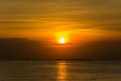 τρισδιάστατο ηλιοβασίλεμα θάλασσας πανοράματος τοπίων παράδεισος φύσης στοιχείων σχεδίου σύνθεσης Στοκ Εικόνα