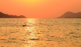 τρισδιάστατο ηλιοβασίλεμα θάλασσας πανοράματος τοπίων Στοκ Εικόνες