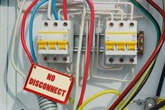 Ηλεκτρικά σημάδια διακοπτών και απαγόρευσης Στοκ φωτογραφία με δικαίωμα ελεύθερης χρήσης