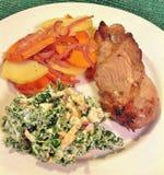 Τρι άκρη με τα ψημένα λαχανικά ρίζας και το Kale Slaw στοκ φωτογραφία με δικαίωμα ελεύθερης χρήσης