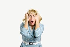 Τρομαγμένη συγκλονισμένη ώριμη γυναίκα στοκ φωτογραφία με δικαίωμα ελεύθερης χρήσης