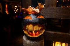 Τρομακτική κολοκύθα αποκριών με το μεγάλο χαμόγελο Στοκ φωτογραφία με δικαίωμα ελεύθερης χρήσης