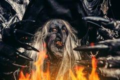 Τρομακτική μάγισσα σε αποκριές στοκ φωτογραφίες με δικαίωμα ελεύθερης χρήσης