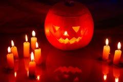 Τρομακτικό φανάρι κολοκύθας αποκριών (jack-o'-lantern) Στοκ εικόνα με δικαίωμα ελεύθερης χρήσης