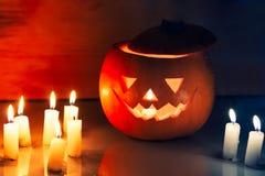 Τρομακτικό φανάρι κολοκύθας αποκριών (jack-o'-lantern) Στοκ Φωτογραφίες
