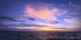 Τρομερή άποψη Ταϊλάνδη παραλιών ηλιοβασιλέματος προορισμού Στοκ φωτογραφίες με δικαίωμα ελεύθερης χρήσης