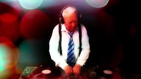 Τρομερό grandpa DJ φιλμ μικρού μήκους