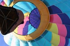 Τροπή σε φυγή σε ένα μπαλόνι ζεστού αέρα στοκ εικόνες