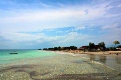 Τροπικά απορρίμματα στη θάλασσα στοκ εικόνα