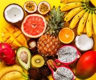 Τροπικά εξωτικά φρούτα ανάμεικτα στοκ φωτογραφίες