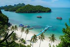 Τροπικά νησιά στο εθνικό θαλάσσιο πάρκο Angthong στην Ταϊλάνδη Στοκ Φωτογραφίες