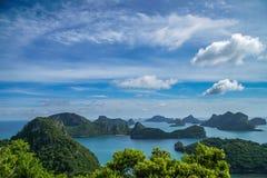 Τροπικά νησιά στο εθνικό θαλάσσιο πάρκο Angthong στην Ταϊλάνδη Στοκ Φωτογραφία