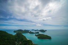 Τροπικά νησιά στο εθνικό θαλάσσιο πάρκο Angthong στην Ταϊλάνδη Στοκ Εικόνες