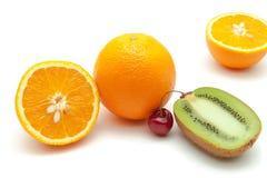 Τροπικά φρούτα και κεράσι Στοκ εικόνες με δικαίωμα ελεύθερης χρήσης