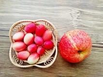 Τροπικά φρούτα Νοτιοανατολική Ασία χορταριών φρούτων Carunda ή Karonda Στοκ φωτογραφία με δικαίωμα ελεύθερης χρήσης