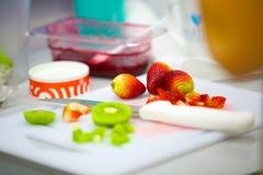 Τροπικά φρούτα που προετοιμάζονται Στοκ φωτογραφία με δικαίωμα ελεύθερης χρήσης