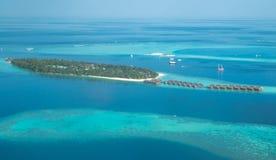 Τροπικές νησιά και ατόλλες στις Μαλδίβες από την εναέρια άποψη Στοκ εικόνες με δικαίωμα ελεύθερης χρήσης