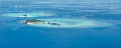 Τροπικές νησιά και ατόλλες στις Μαλδίβες από την εναέρια άποψη Στοκ Εικόνες