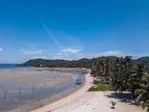 Τροπική ακτή στο νησί Samui στην Ταϊλάνδη, εναέρια άποψη στοκ φωτογραφία με δικαίωμα ελεύθερης χρήσης