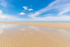 Τροπική θάλασσα παραλιών, άμμος και θερινή ημέρα Στοκ φωτογραφίες με δικαίωμα ελεύθερης χρήσης