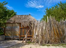Τροπική καλύβα καμπινών νησιών Holbox στο Μεξικό στοκ φωτογραφίες