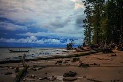 Τροπική νύχτα στην παραλία. Στοκ Φωτογραφία
