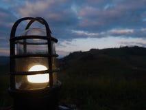 τροπική ομπρέλα εποχής παραλιών βροχερή αμμώδης στοκ φωτογραφίες με δικαίωμα ελεύθερης χρήσης