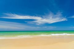 Τροπική παραλία, ηλιόλουστη ημέρα Στοκ Εικόνες