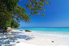 Τροπική παραλία με τη θάλασσα στην άμμο και τα δέντρα, νησί TA-chai έτσι Στοκ φωτογραφία με δικαίωμα ελεύθερης χρήσης