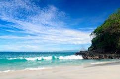 Τροπική παραλία. Νησί του Μπαλί, Ινδονησία Στοκ εικόνα με δικαίωμα ελεύθερης χρήσης