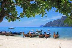 Τροπική παραλία, νησί Phiphi, Ταϊλάνδη Στοκ εικόνα με δικαίωμα ελεύθερης χρήσης