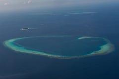 Τροπική arial άποψη νησιών από seaplane στις Μαλδίβες Στοκ Εικόνα