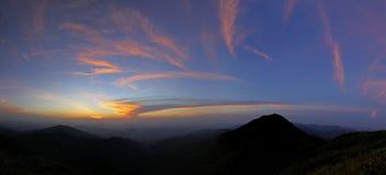 Τροπικός θόλος τροπικών δασών σειράς βουνών σε νότιο Thailan Στοκ Εικόνες