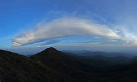 Τροπικός θόλος τροπικών δασών σειράς βουνών σε νότιο Thailan Στοκ φωτογραφίες με δικαίωμα ελεύθερης χρήσης
