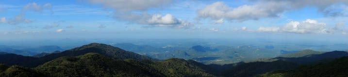 Τροπικός θόλος τροπικών δασών σειράς βουνών σε νότιο Thailan Στοκ Εικόνα