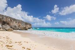 Τροπικός κατώτατος κόλπος παραλιών στο νησί Καραϊβικής Μπαρμπάντος Στοκ Εικόνες