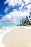 Τροπικός παράδεισος - άσπρη παραλία άμμων Στοκ φωτογραφία με δικαίωμα ελεύθερης χρήσης