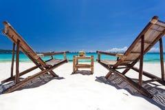 Τροπικός χαλαρώστε στην άσπρη παραλία Στοκ εικόνα με δικαίωμα ελεύθερης χρήσης