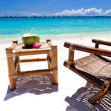 Τροπικός χαλαρώστε στην άσπρη παραλία Στοκ εικόνες με δικαίωμα ελεύθερης χρήσης
