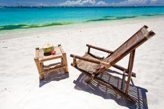 Τροπικός χαλαρώστε στην άσπρη παραλία Στοκ Φωτογραφία