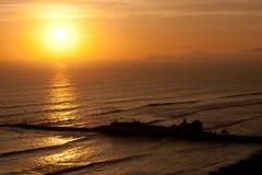 Τροπικό ηλιοβασίλεμα επάνω από τον ωκεανό Στοκ Φωτογραφία