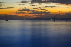 Τροπικό ηλιοβασίλεμα τοπίων στην παραλία AO Nang, επαρχία Krabi, Στοκ Φωτογραφία