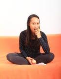 Τροπικό κορίτσι με το μήλο και το αχλάδι Στοκ εικόνες με δικαίωμα ελεύθερης χρήσης