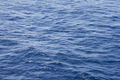 Τροπικό μπλε θαλάσσιο νερό Στοκ φωτογραφία με δικαίωμα ελεύθερης χρήσης