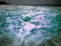 Τροπικό νερό κυμάτων θάλασσας θερμό Στοκ φωτογραφίες με δικαίωμα ελεύθερης χρήσης